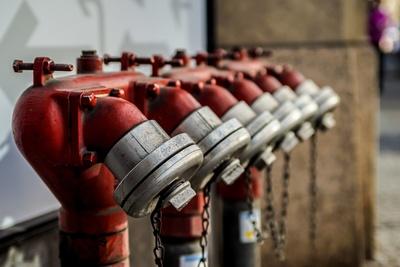 Hydranten in Reih und Glied