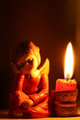 Engel im Kerzenschein