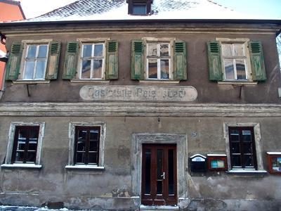 renovierungsbedürftige Fassade