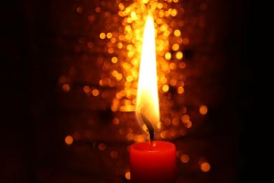 Glitzerndes Kerzenlicht I