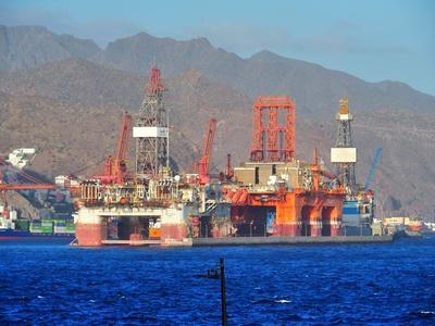 riesige Ölplattformen