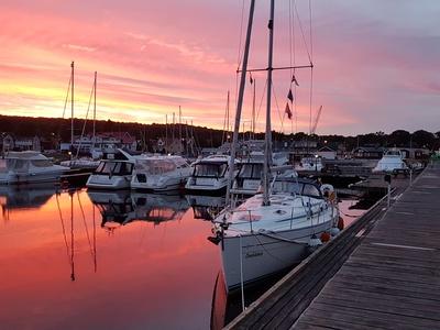 Abendstimmung im Yachthafen von Hällevik