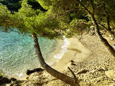 Einsame Bucht mit Sandstrand