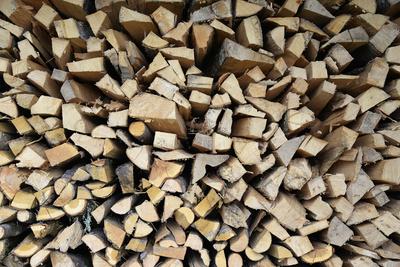 Holz aufgeschichtet