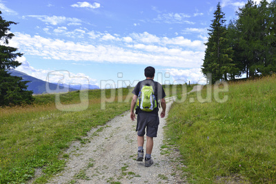 Wanderer beim Wandern, Südtirol, Rodenecker Alm