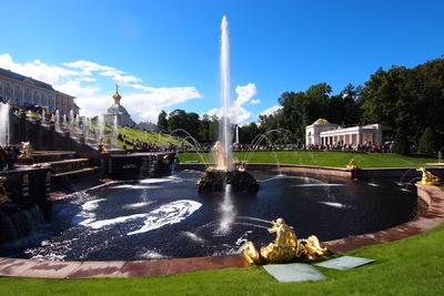 Wasserspiele im Park vom Peterhof