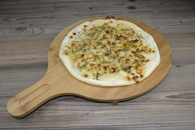 Pizza mit Rosmarin, weiß (ohne Tomatensoße)