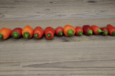 Paprika, Peperoni – fein säuberlich aufgereiht