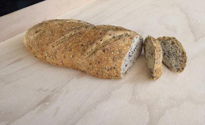 Brot, Brotlaib, Leinsamenbrot, Vollkornbrot