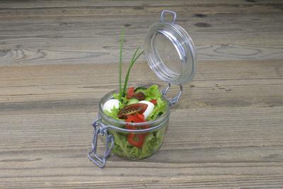 Gemischter Salat aus dem Glas