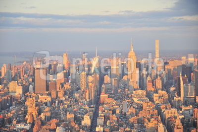 Uptown Skyline New York mit Empire State Building (One World Observatory)