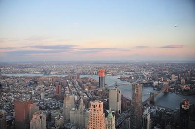 Manhattan Bridge & Brookly Bridge New York mit Skyline (One World Observatory)