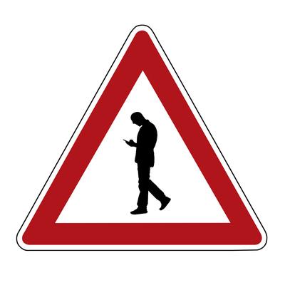 Achtung: Fußgänger mit Handynutzung