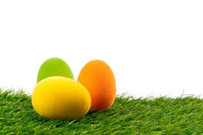 Ostereier auf Gras