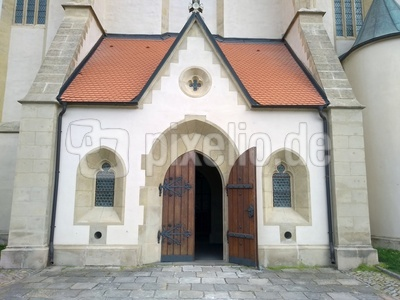 Kirchentor geöffnet