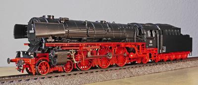 Schnellzugdampflok - Modell mit berühmten Vorbild