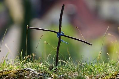 einfach ein Kreuz