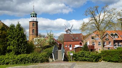Ditzumer Kirche mit Hühnerbrücke und Mühle
