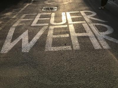 Straßenmarkierung Feuerwehr / Foto: Alexander Hauk