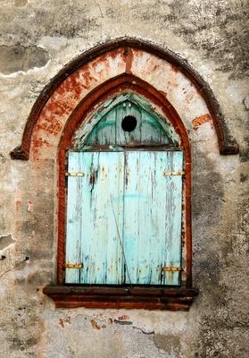 Altbaufenster mit Guckloch