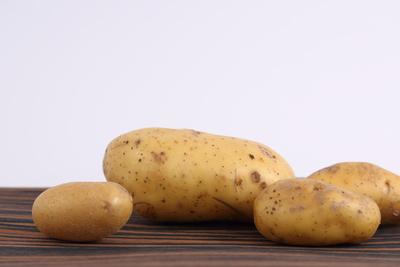 Kartoffeln auf dem Tisch