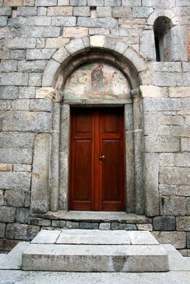 Kirchenpforte im Piemont