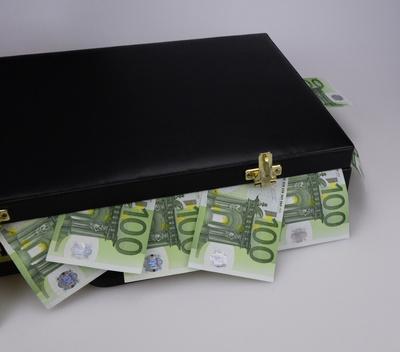 Geldkoffer, 100-Euro-Scheine, Koffer