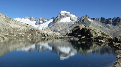 Spiegelbild im Bergsee