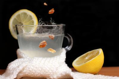 Heisse Zitrone mit Kandis