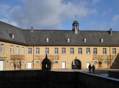 Vorburg des Schlosses