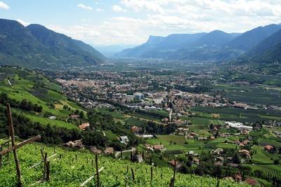 Blick von Schloss Tirol ins Tal