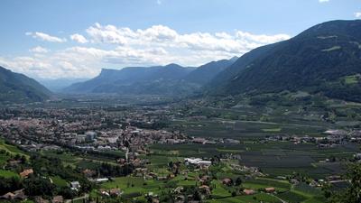 Blick von Schloss Tirol ins Tal #2
