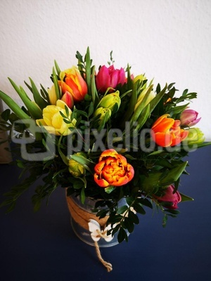 Bunte Tulpen in der Vase