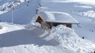 Auf dem Schneewanderweg Gemmi–Sunnbüel