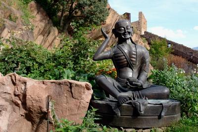 Buddhismus auf Schloss Sigmundskron