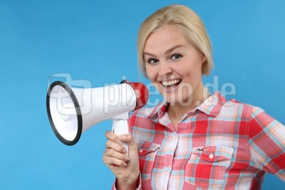 Frau mit Megaphon