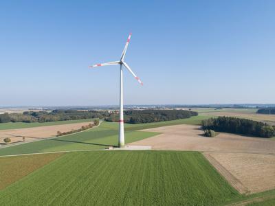 Luftaufnahme der Windkraftanlage