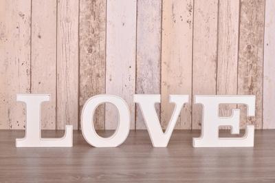 Love- Deko Buchstaben aus Holz