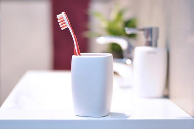 Zahnbürste in Zahnputzbecher