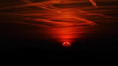 sonnenuntergang im windpark 2