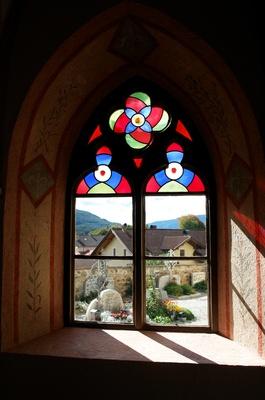 Kirchenfenster Herz-Jesu-Kirche zu Teis im Eisacktal