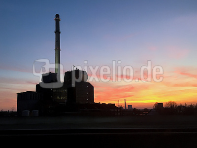 Industrieanlage in der Abendsonne