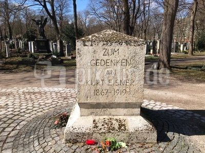 Gedenkstein Kurt Eisner auf dem Ostfriedhof in München