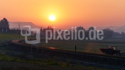 Sonnenaufgang am Dorfrand