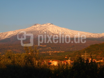 Vulkanberg Ätna in der Morgensonne