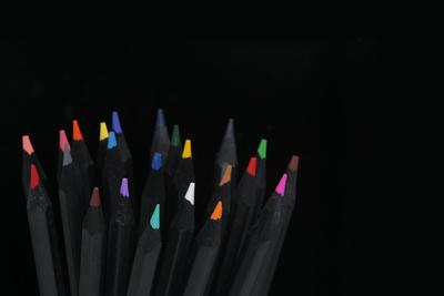Schwarze Buntstifte