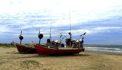Fischerboote in Cabo Polonio, Uruguay