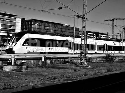 Bahn schwarz weiß