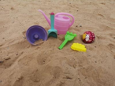 Buntes Strandspielzeug