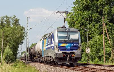 Kesselwagenzug nach Süden